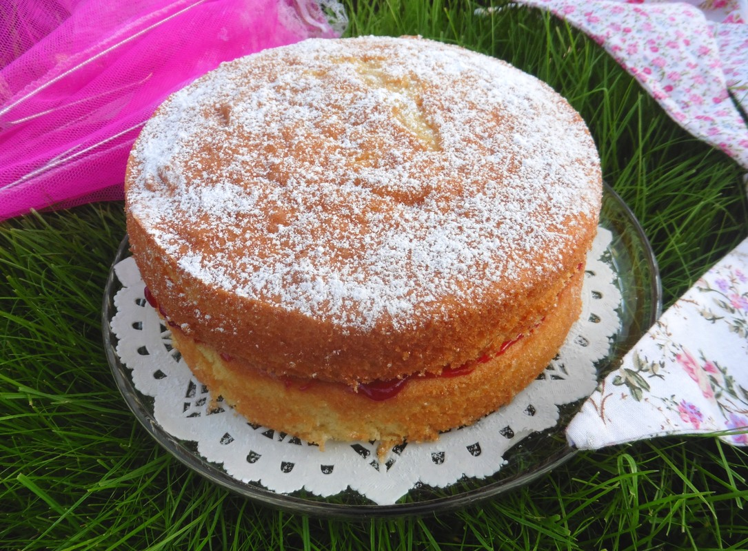 Miss Windsor presents: Mrs Simkins recipe for Victoria Sponge Cake!